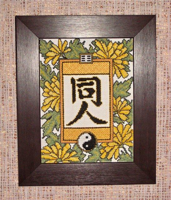Вышитые картины, изделия из бисера и бусин, вязанные изделия.